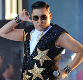 Psy Heats Up Australia by Dancing with Spice Girls′ Mel...