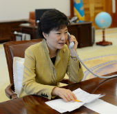 President Park holds telephone conversation with Xi Jinping