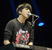 CN Blue heats Hong Kong with its world tour concerts
