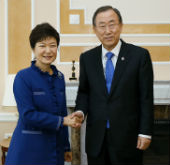 President Park meets UN chief Ban Ki-moon at G20 Summit