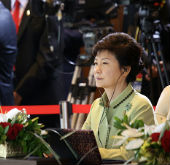Opening Remarks by President Park Geun-hye at APEC Session One