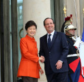 President Park discusses cooperation with French leader