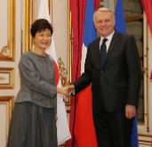 President Park, French PM discuss Korea-France cooperation