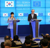 Korean, EU leaders discuss strengthened cooperation