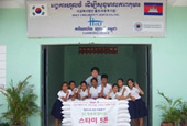 CN Blue's Jung Yong Hwa and fans donate 5,000 Kg of Ric...
