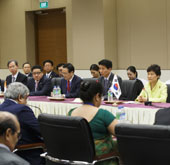 Korean, Indian leaders discuss deeper cooperation