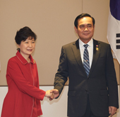 Korean, Thai leaders discuss cooperation