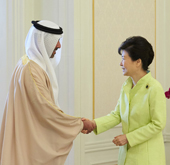 President Park meets Abu Dhabi Crown Prince Court chairman