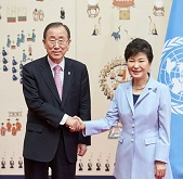 Pres., UN chief discuss cooperation, security on the peninsula