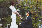 Bae Yong-joon posts photo with Park Soo-jin ahead of we...