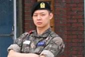 Photo of JYJ′s Park Yu Chun at army training center rel...