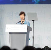 President thanks overseas Koreans for role in national developmen...