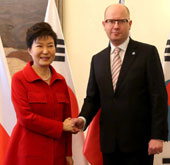 Park holds talks with Czech prime minister
