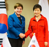 Korea holds summits with Poland, Hungary, Slovakia