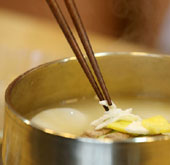 Korean recipes: <i>Tteokguk</i> rice cake soup