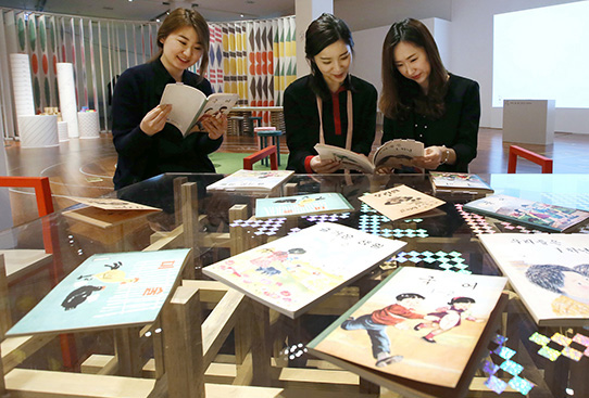 Hangeul_museum_table_sss.jpg