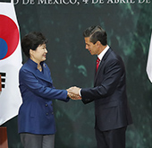 Korean, Mexican leaders hold summit