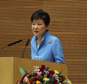Park unveils S. Korea's initiative for cooperation with Africa