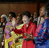Korea, Uganda communicate through dance, music, sports