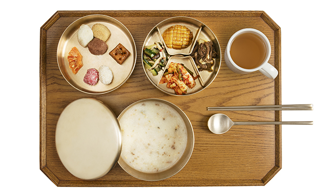 Enjoy Joseon midnight snacks at Gyeongbokgung