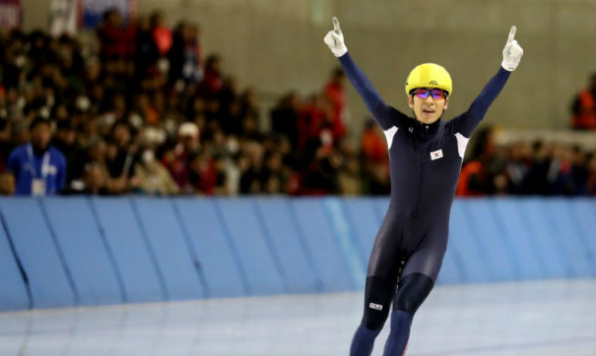 Speed skater takes home four gold medals in Sapporo