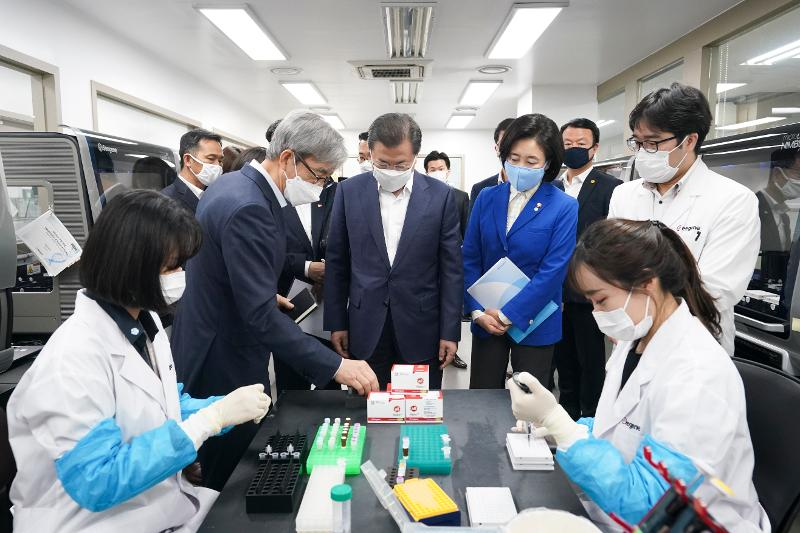 President visits biotech firm developing COVID-19 test kits