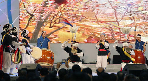 Korea-Japan festival brings neig...