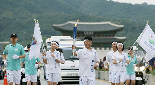 Asian Games torch lights up Seoul